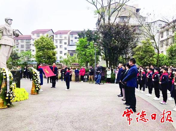 《烈士身后·守望》︱抗日英烈陈辉的故乡: 英雄之城网络直播车,一座英雄雕像的归来